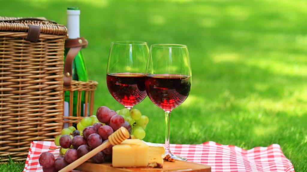 wine_picnic_cheese_grapes_82103_1920x1080